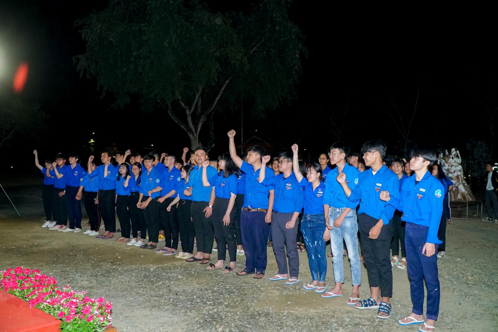 Đoàn trường THPT Bình Phú tổ chức kết nạp Đoàn viên đợt 1 năm học 2020-2021