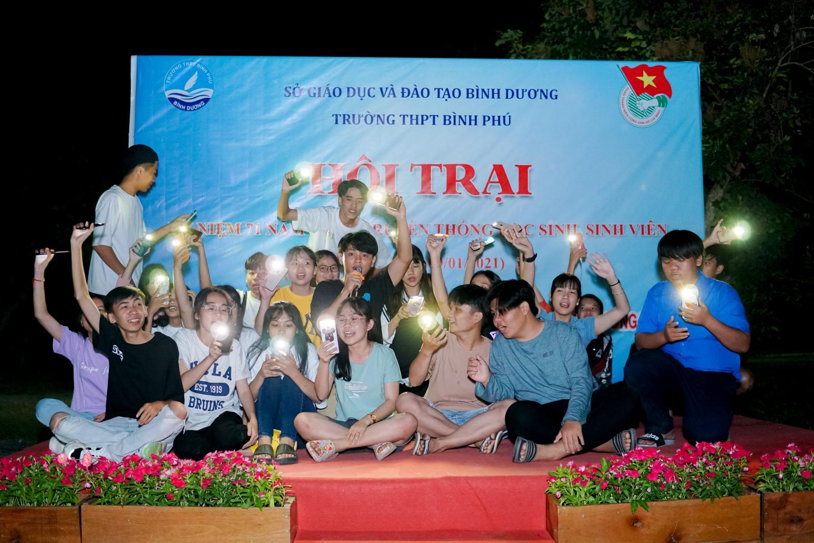 Đoàn trường THPT Bình Phú tổ chức dã ngoại cho học sinh khối 12 (2020 - 2021)